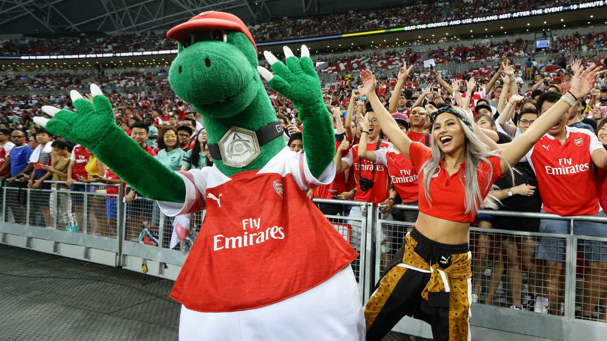 Gunnersaurus, mascota del Arsenal en un partido en Estados Unidos. (Getty)
