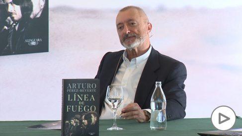 Pérez-Reverte- «Los políticos actuales han reabierto la Guerra Civil española»