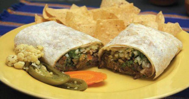 Burritos veganos con salsa de ajo