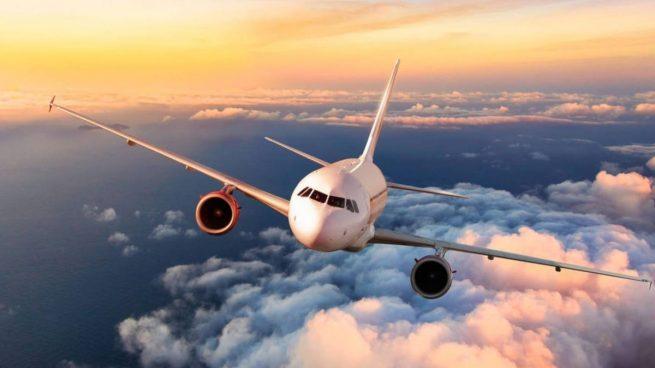 Si vas a viajar en avión, evita estos asientos para no contagiarte del coronavirus