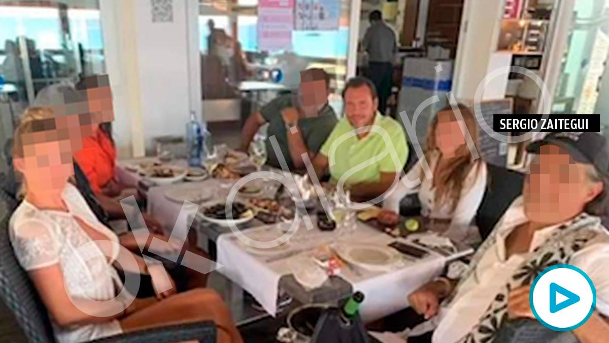 El alcalde de Valladolid, Óscar Puente, y el empresario Sergio Zaitegui comparten restaurante en Formentera