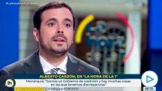 Alberto Garzón se jacta de que Sánchez no le ha reprochado su tuit animando al golpe contra Felipe VI.