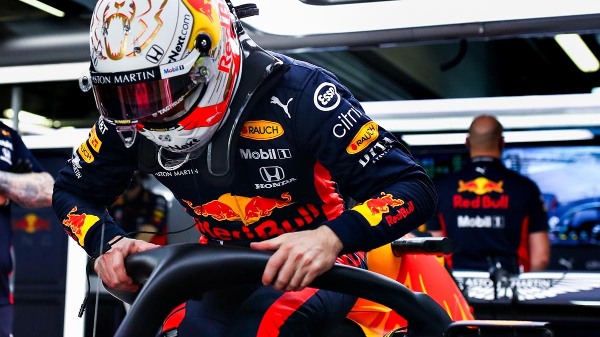 Max Verstappen en el garaje de Red Bull. (@Max33Verstappen)
