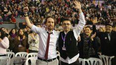 Pablo Iglesias y Juan Carlos Monedero durante el Congreso de Podemos de 2017. (Foto: Europa Press)