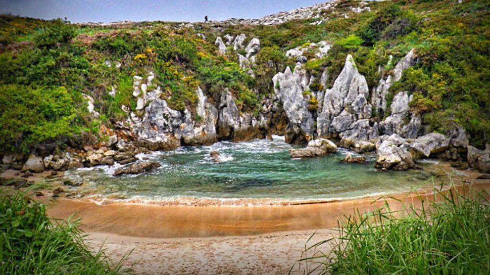 Descubre la playa más pequeña del mundo, ubicada en Asturias