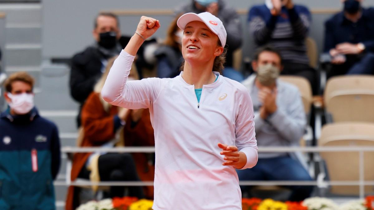 Iga Swiatek tras su partido de semifinales en Roland Garros. (AFP)
