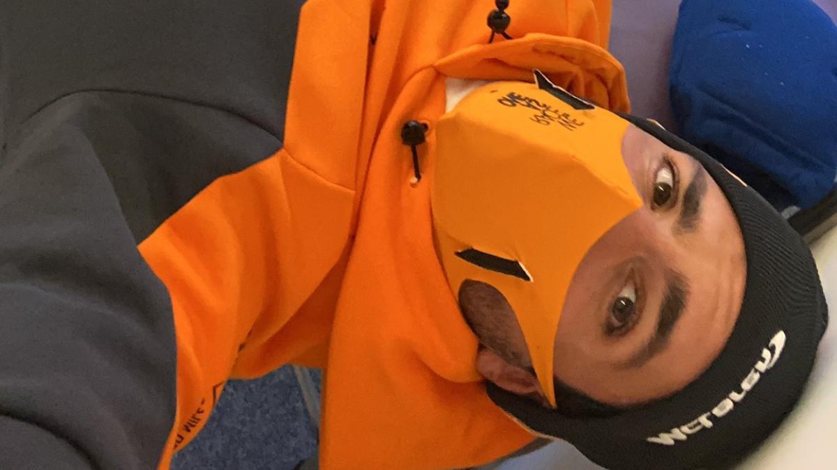 Carlos Sainz en el box de McLaren. (@Carlossainz55)