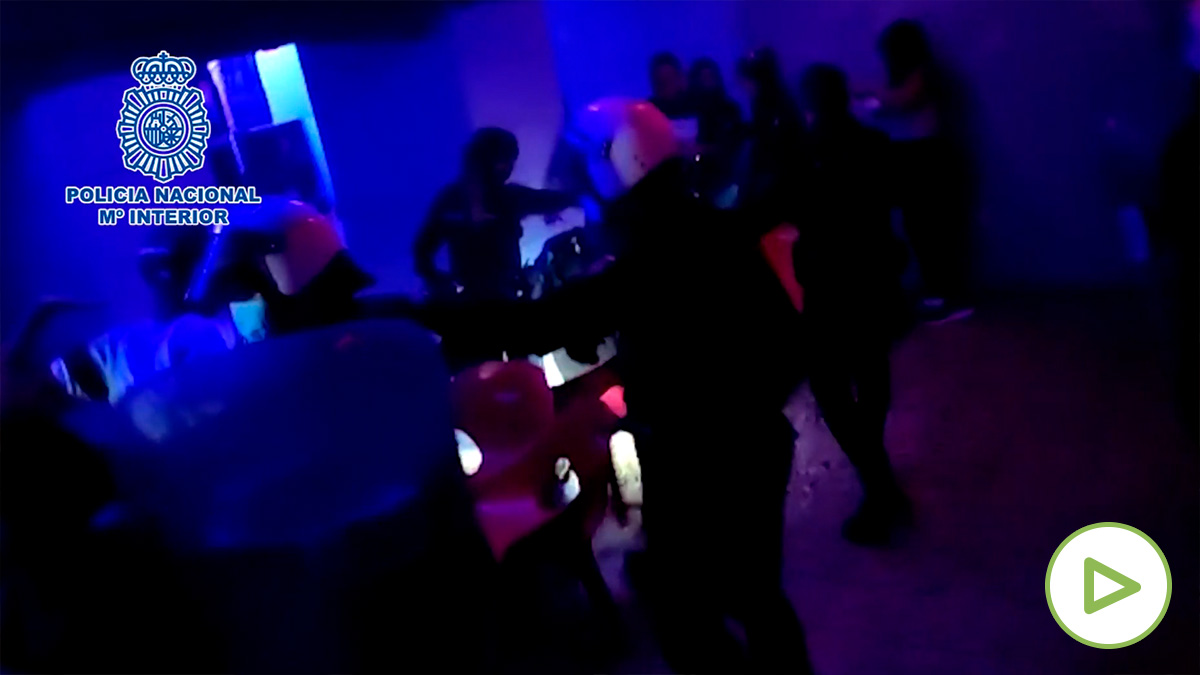 La Policía Nacional desaloja con porras una fiesta ilegal en el centro de Madrid