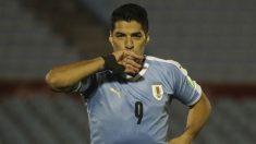 Luis Suárez celebra su tanto ante Chile. (AFP)
