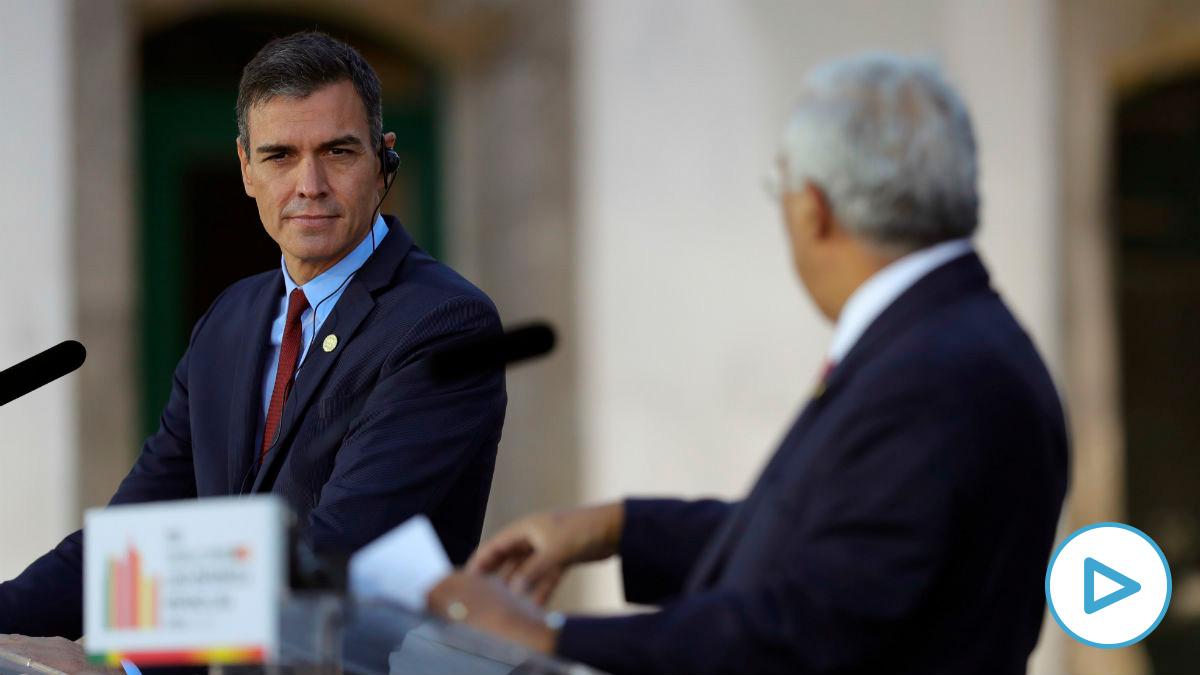 Pedro Sánchez y António Costa en la rueda de prensa de la cumbre hispano-lusa. (Foto: EFE)