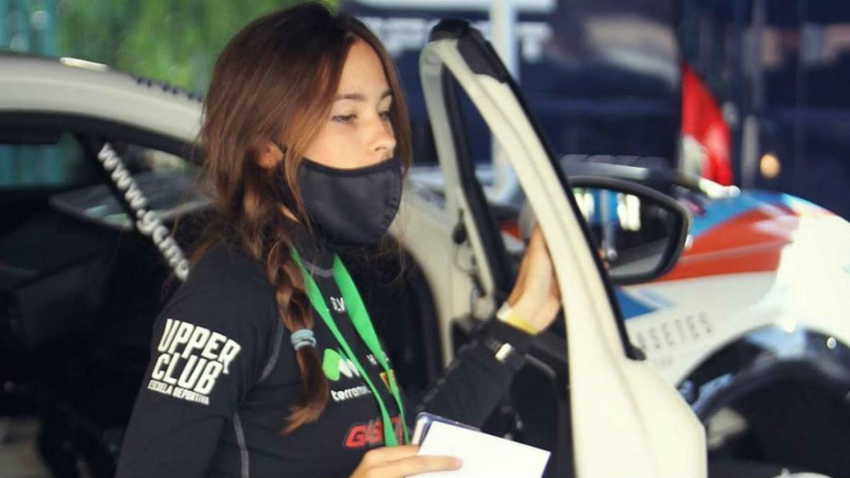 Laura Salvo, a la salida de su coche en un rally .(Instagram)