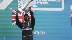 Lewis Hamilton gana el Gran Premio de Eifel en Nürburgring . (AFP)