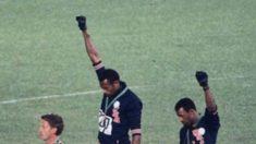 El 17 de octubre de 1968 dos atletas de Estados Unidos, protestan con el «black power salute» en los JJOO de México