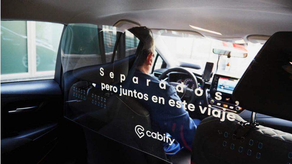 Vehículo de Cabify con las nuevas mamparas protectoras
