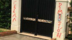 La pintada aparecida esta madrugada en la casa de Isabel Celaá en Neguri (Vizcaya).