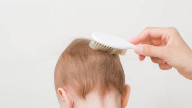 Consejos sencillos para que el pelo de tu bebé crezca más rápido