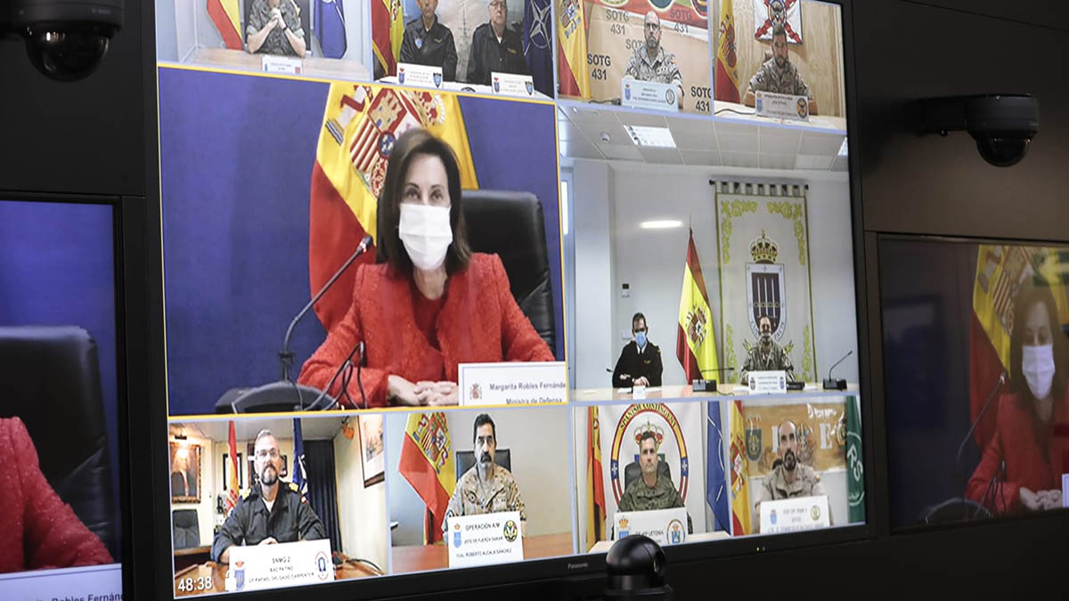La ministra de Defensa ha mantenido una videoconferencia con los contingentes españoles en misiones de paz.