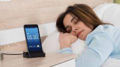 Cargar el móvil por la noche puede acortar su vida útil