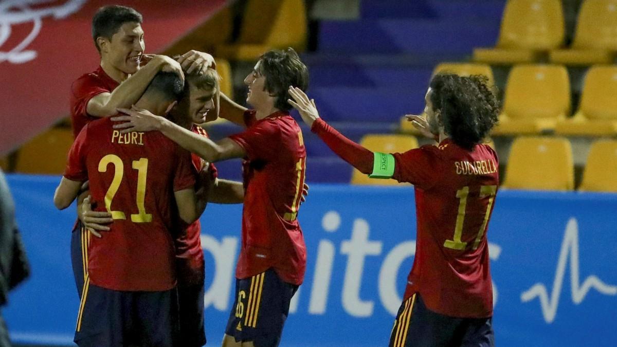 La selección española sub-21 celebra un gol. (EFE)