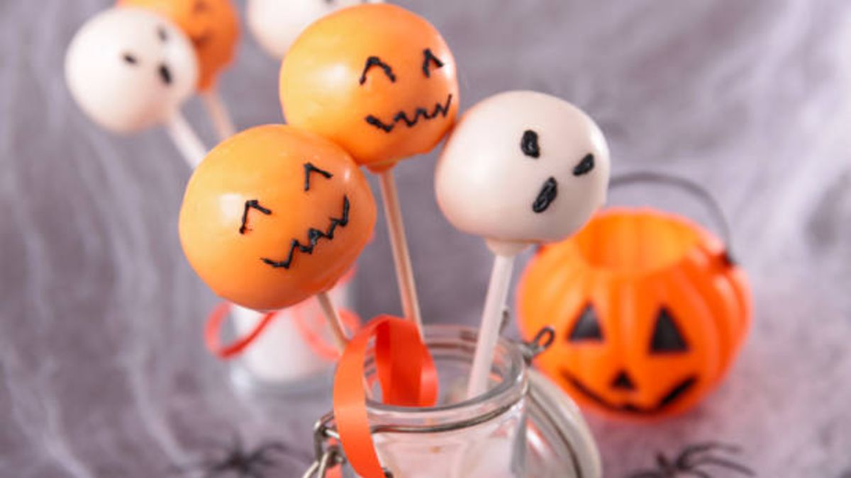 Pasos para hacer monstruos de Halloween a partir de caramelos