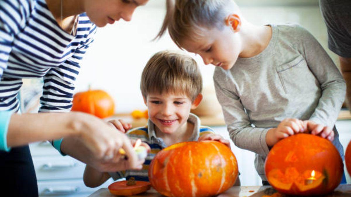 Pasos para tallar la calabaza de Halloween de forma segura con los niños