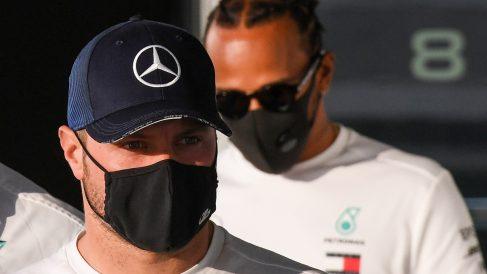 Valtteri Bottas y Lewis Hamilton. (AFP)