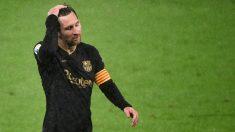 Messi se lamenta durante un partido del Barcelona. (AFP)