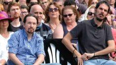Pablo Iglesias y Alberto Rodríguez durante un acto de Podemos. (Foto: Europa Press)