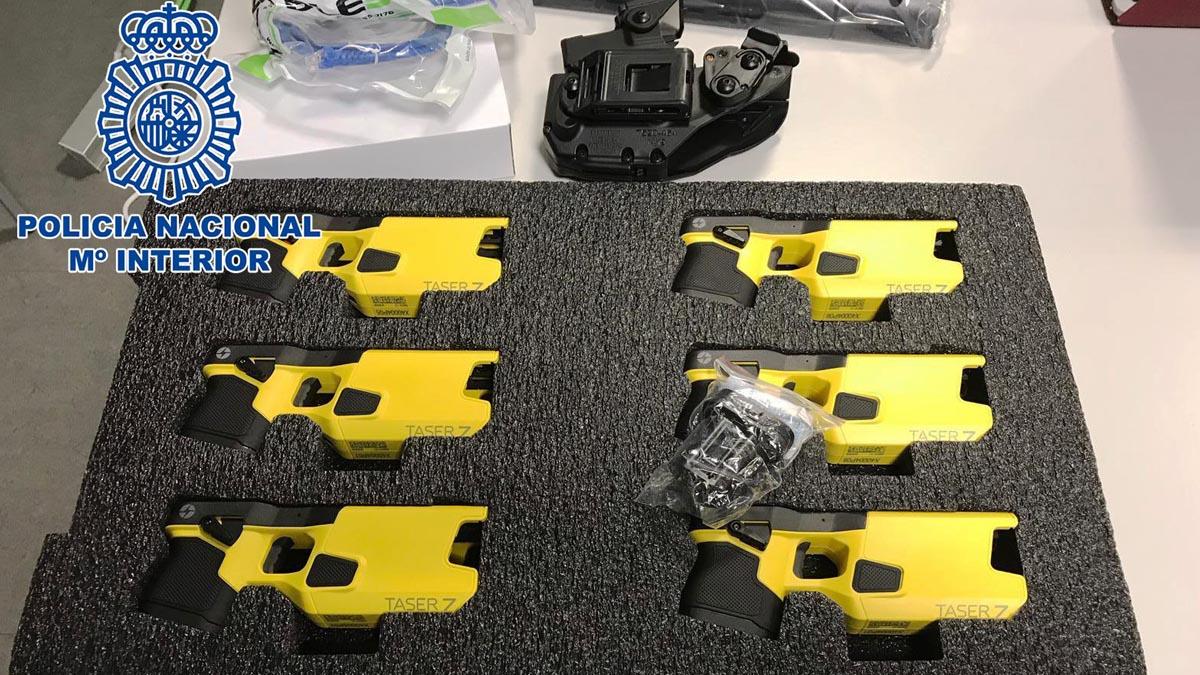 El modelo de pistolas taser adquiridas por la Policía Nacional y que comenzará a distribuir.