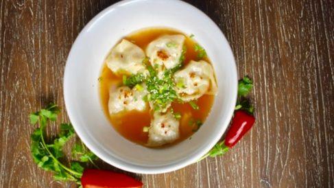 Sopa de dumplings de pollo caseros