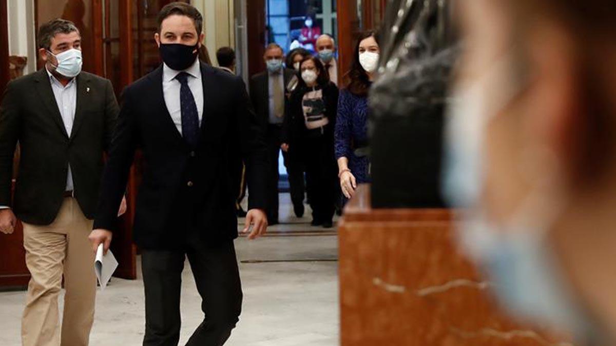 El presidente de VOX, Santiago Abascal, a su llegada a la sesión de control al Ejecutivo este miércoles en el Congreso. Foto: EFE