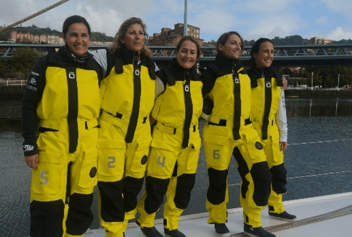 Cinco mujeres que han superado un cáncer de mama recorren en barco la Península Ibérica