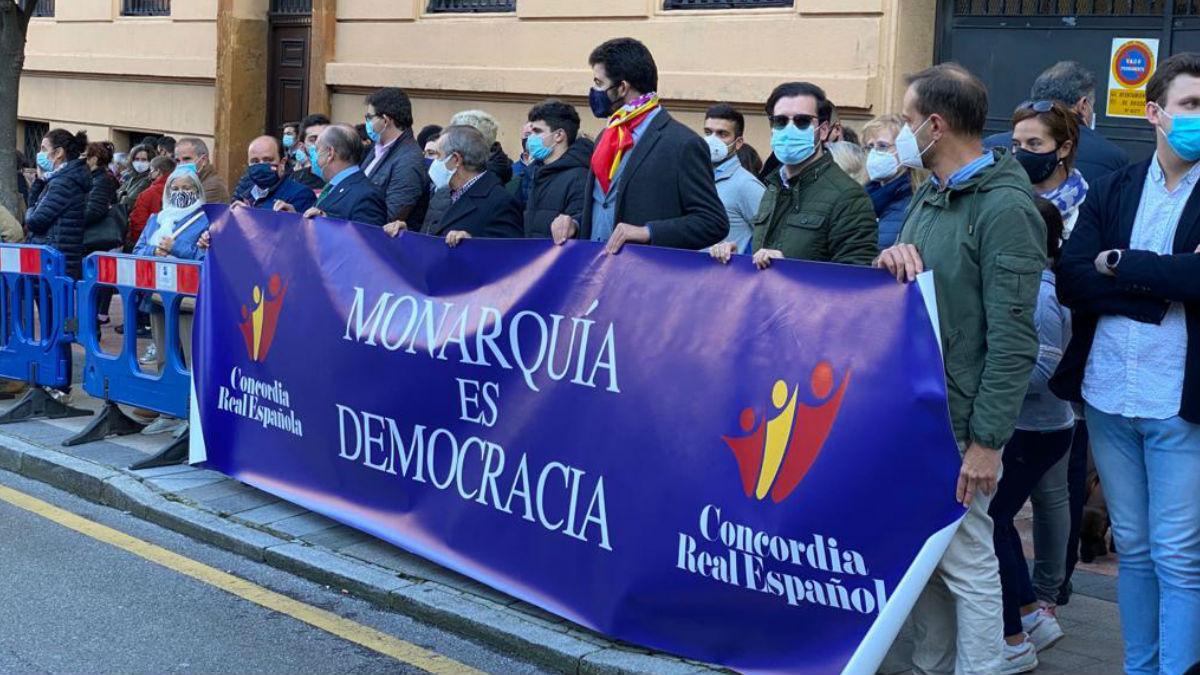 Muestras de apoyo al Rey y a la Monarquía en la entrega de los Premios Princesa de Asturias, en Oviedo