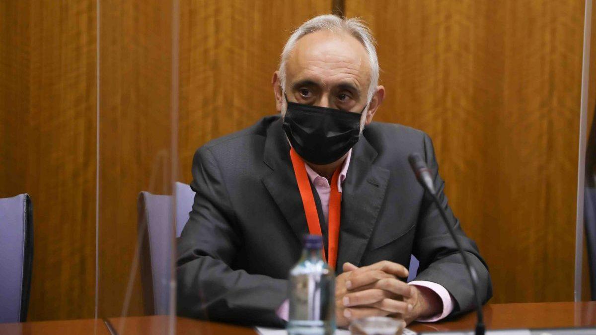 AV.- Fernando Villén, ex director de la Faffe, se acoge a su derecho a no declarar ante la comisión del Parlamento