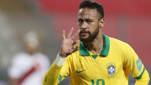 Neymar celebra su tercer tanto contra Perú. (AFP)