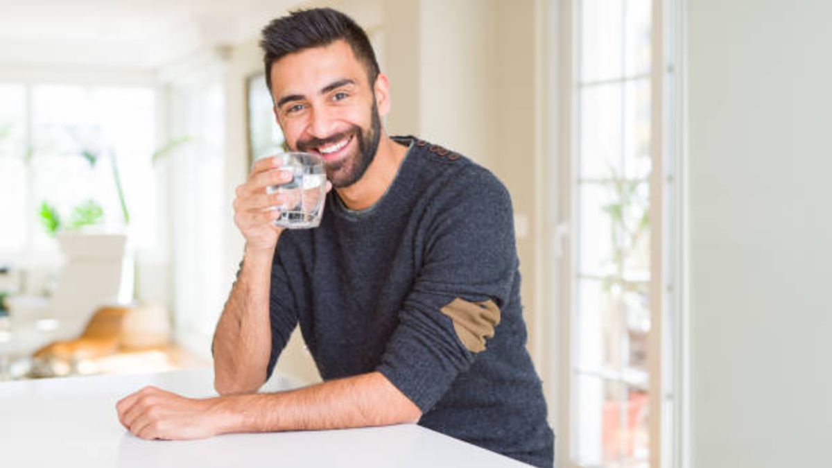 Las razones por las cuáles el agua ayuda a nuestros dientes