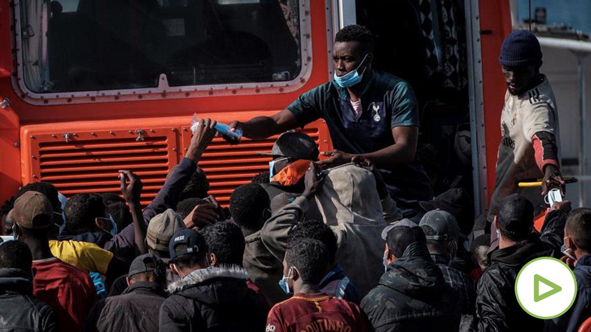 En el último mes llegan más inmigrantes a Canarias que en el resto del año. Foto: EFE.