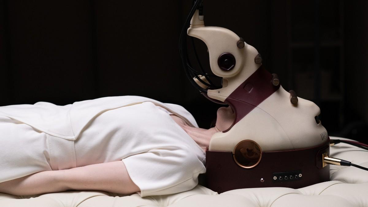 Fotograma de la película 'Possessor' de Brandon Cronenberg