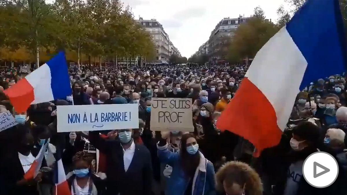 Miles de personas rinden homenaje en Francia al profesor decapitado en un  atentado islamista