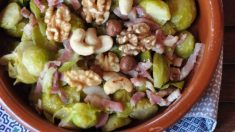 Receta de Coles de Bruselas crujientes con frutos secos