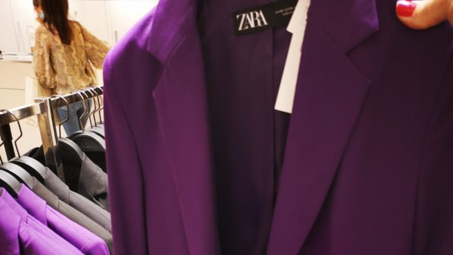Las redes sociales tachan a Irene Montero de hipócrita por lucir un traje morado de Zara el 12 de octubre