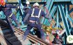 Los bomberos rescatan a un ciclista que se cae por un puente de Arganda
