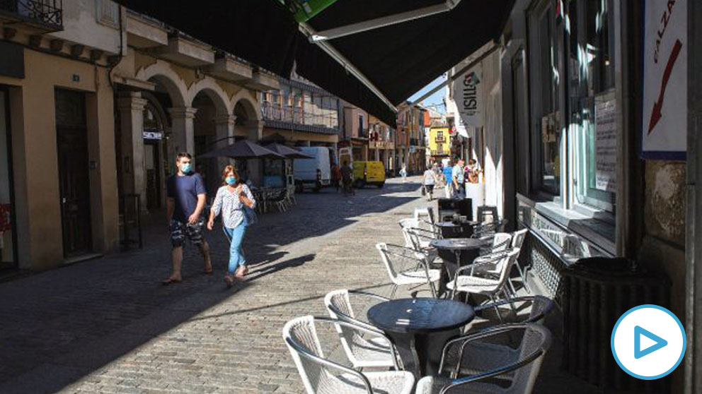 Una terraza vacía en Aranda de Duero (Burgos). (Foto: Efe)