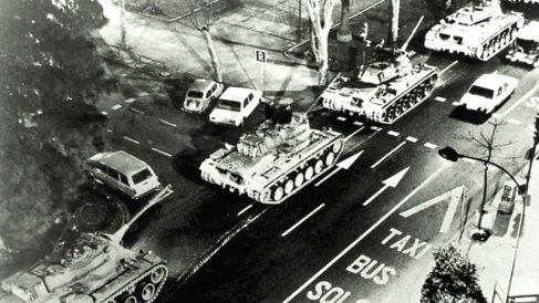 Tanques circulando por Valencia por el toque de queda del 23-F.