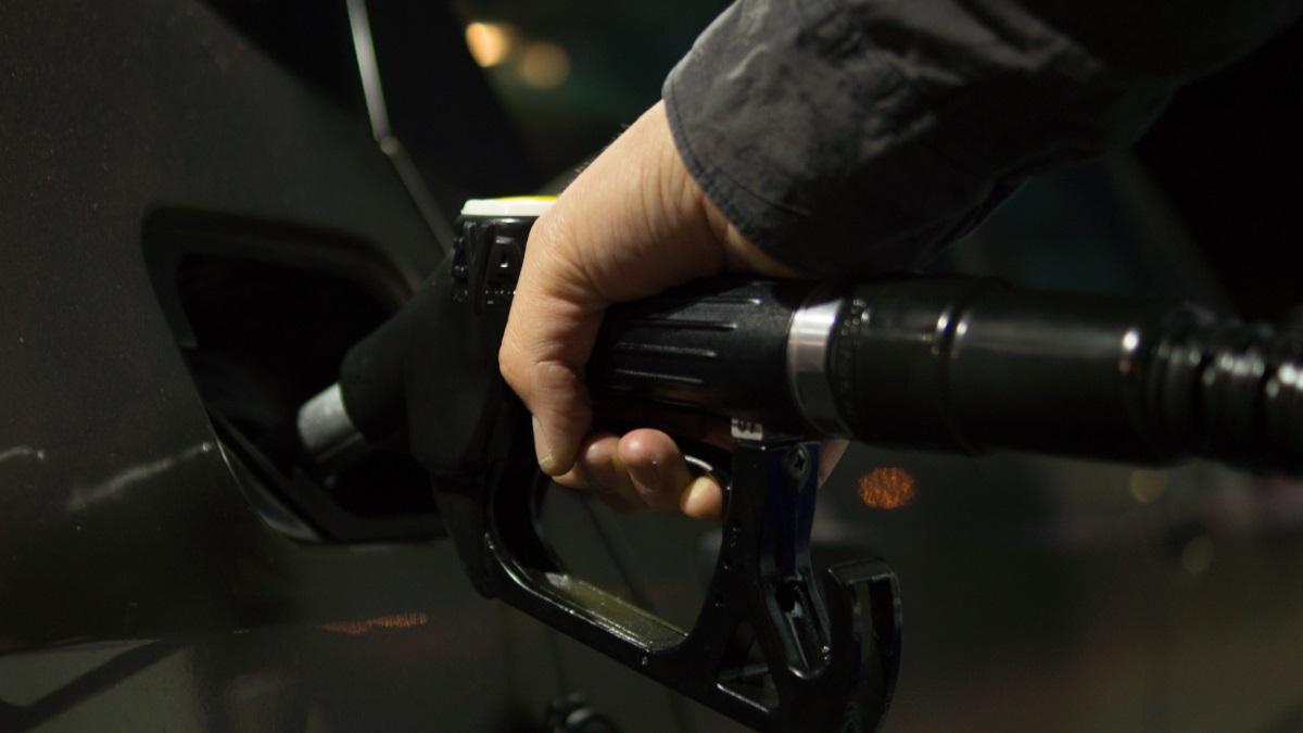 Pequeños gestos pueden suponer un gran ahorro en el coche