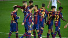 Los futbolistas del Barcelona celebran el gol de Messi ante el Ferencvaros. (AFP)