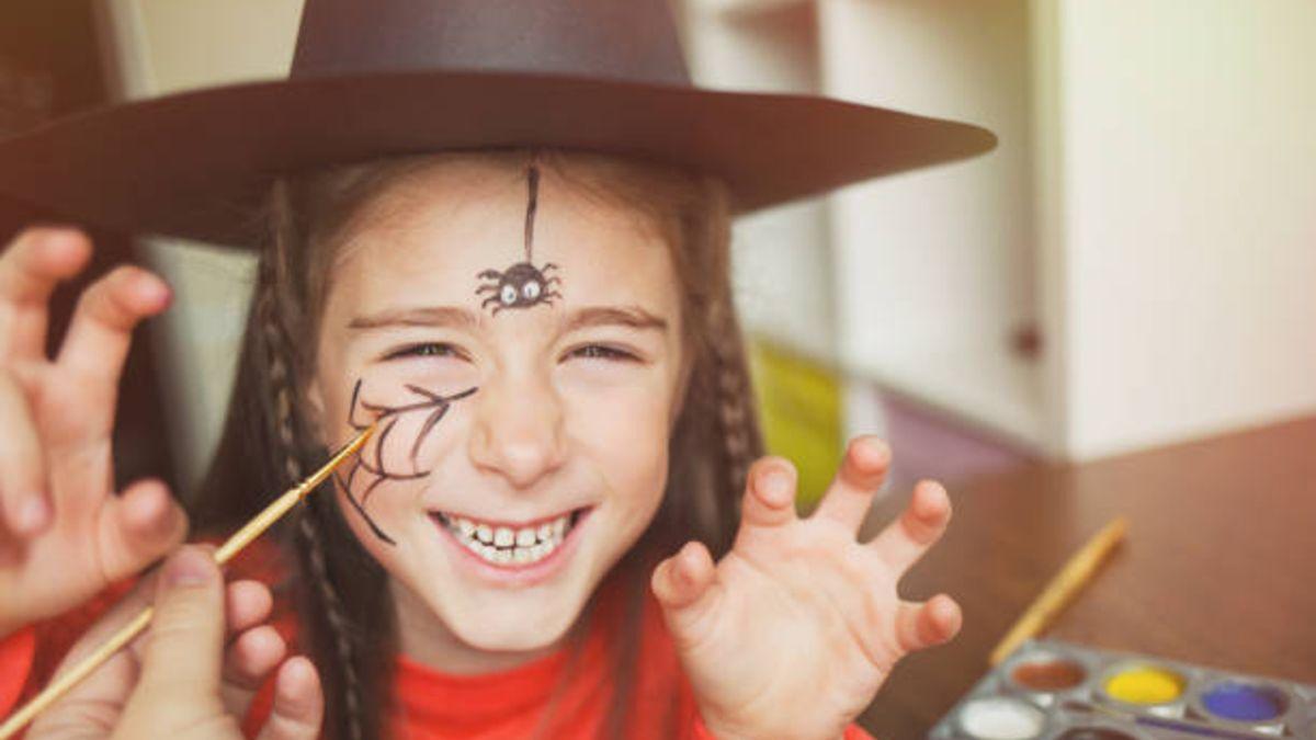 Cómo podemos hacer un maquillaje de bruja para las niñas