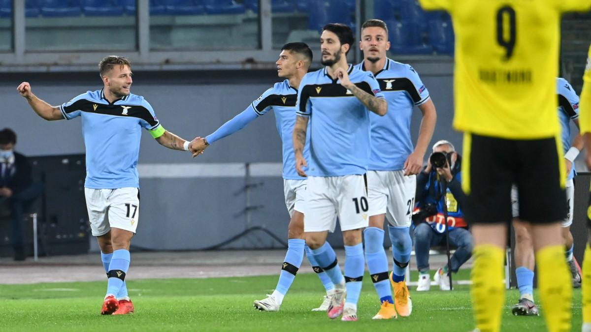 Los jugadores de la Lazio celebran el gol de Inmobile. (AFP)