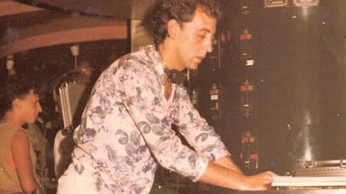 El DJ José Padilla en una fotografía pinchando en un club de Ibiza.