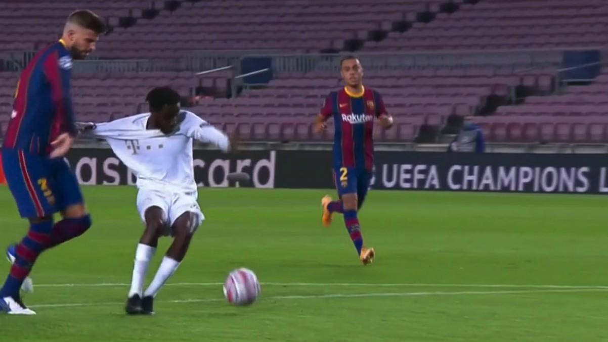 Piqué cometió un penalti claro que le costó la expulsión.